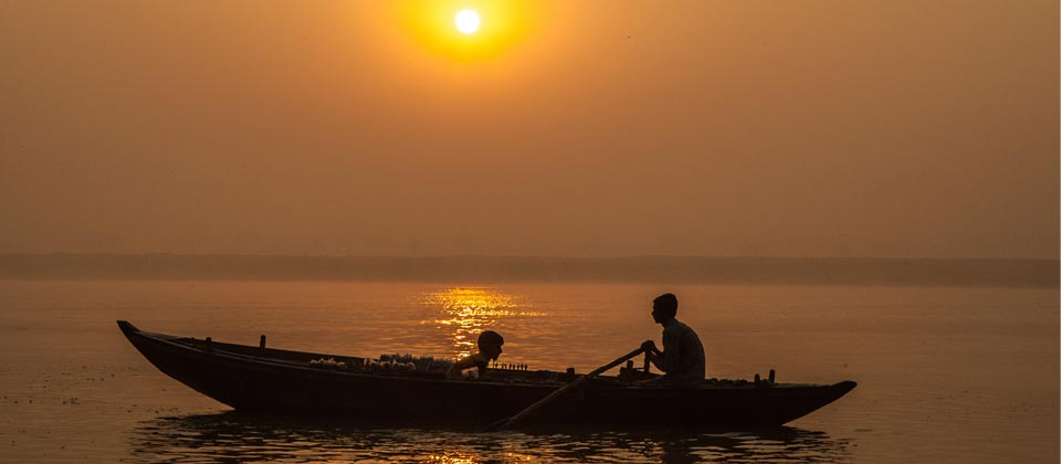 India, Vanarasi, Barca en el Ganges,